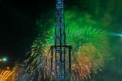 Fuegos artificiales que celebran Año Nuevo chino en Singapur Foto de archivo