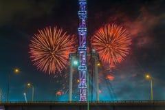 Fuegos artificiales que celebran Año Nuevo chino en Singapur Fotos de archivo