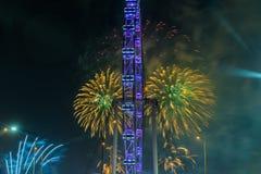 Fuegos artificiales que celebran Año Nuevo chino en Singapur Foto de archivo libre de regalías