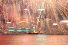 Fuegos artificiales que celebran el Año Nuevo chino en Hong Kong Foto de archivo