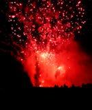 Fuegos artificiales rojos del cielo Imagen de archivo libre de regalías