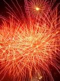 Fuegos artificiales rojos y amarillos en la noche Imagenes de archivo