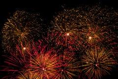 Fuegos artificiales rojos y anaranjados Fotografía de archivo libre de regalías