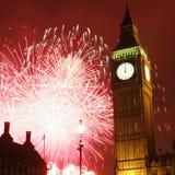 2013, fuegos artificiales sobre Big Ben en la medianoche Imágenes de archivo libres de regalías
