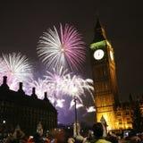 2013, fuegos artificiales sobre Big Ben en la medianoche Foto de archivo libre de regalías