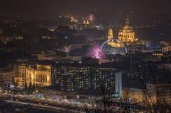Fuegos artificiales sobre Budapest, Hungría Foto de archivo libre de regalías