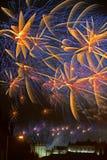 Fuegos artificiales sobre el castillo de Edimburgo, Escocia, Europa Fotografía de archivo libre de regalías