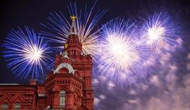 Fuegos artificiales sobre el museo histórico, Plaza Roja, Moscú, Rusia foto de archivo libre de regalías