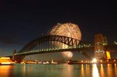 Fuegos artificiales sobre el puente Fotografía de archivo libre de regalías