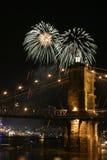 Fuegos artificiales sobre el puente Imágenes de archivo libres de regalías