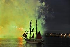 Fuegos artificiales sobre la ciudad de St Petersburg (Rusia) Foto de archivo