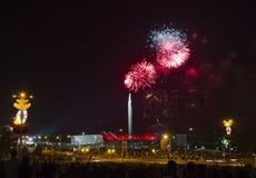 Fuegos artificiales sobre Minsk, Bielorrusia fotografía de archivo libre de regalías