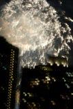 Fuegos artificiales sobre New York City imagen de archivo