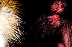 Fuegos artificiales y chispas por Año Nuevo Imagen de archivo libre de regalías