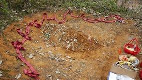 Fuegos artificiales y sacrificios por la tumba fotografía de archivo libre de regalías
