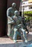 FUENGIROLA, ANDALUCIA/SPAIN - 24 DE MAIO: Estátuas e fonte em P Foto de Stock Royalty Free