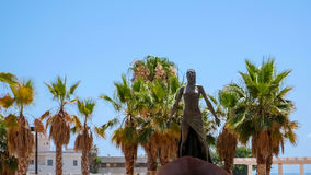 FUENGIROLA, ANDALUCIA/SPAIN - 4. JULI: Dame der Seestatue herein stockfoto