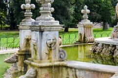 Fuente antigua en el chalet Doria-Pamphili en Roma fotos de archivo libres de regalías