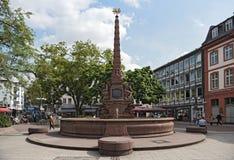 Fuente barroca de la fuente del liebfrauenberg la última en la vieja remolque foto de archivo libre de regalías