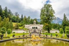 Fuente cerca del palacio de Linderhof Imágenes de archivo libres de regalías