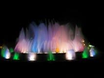 Fuente colorida en Barcelona foto de archivo libre de regalías