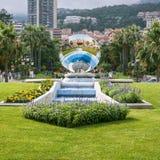 Fuente con la reflexión del casino de Monte Carlo Imagen de archivo libre de regalías