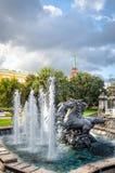 Fuente cuatro estaciones en Moscú imagenes de archivo