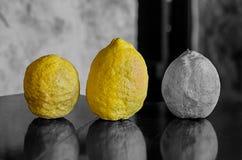 Fuente culinaria teñida brillante de la base vegetal del diseño del fondo del limón de la fruta determinada del contraste de ingr imagenes de archivo