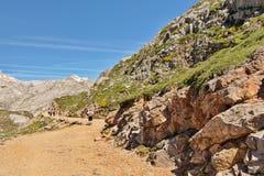 FUENTE DE, ΙΣΠΑΝΊΑ - 10 ΙΟΥΛΊΟΥ 2016: Πετρώδης διαδρομή στα βουνά του PIC Στοκ Φωτογραφία