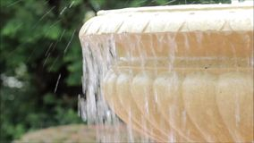 Fuente de agua al aire libre almacen de video