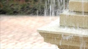 Fuente de agua al aire libre almacen de metraje de vídeo