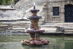 Fuente de agua en Crystal Shrine Grotto imagen de archivo
