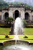 Fuente de agua en el palacio Foto de archivo libre de regalías