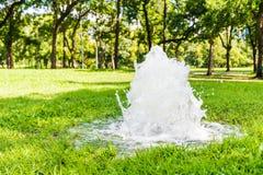Fuente de agua en parque Foto de archivo libre de regalías
