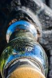 Fuente de agua en un parque fotos de archivo