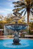 Fuente de agua en un parque de la ciudad Foto de archivo libre de regalías
