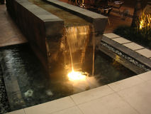 Fuente de agua moderna Imagen de archivo