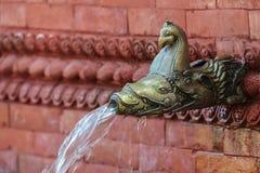 Fuente de agua nepalesa vieja Foto de archivo libre de regalías