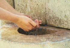 Fuente de agua potable imagen de archivo libre de regalías