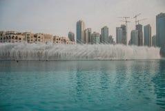 Fuente de Dubai cerca de Burj Khalifa Imagen de archivo