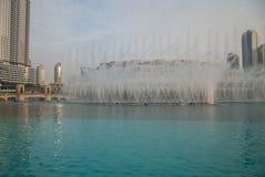 Fuente de Dubai cerca de Burj Khalifa Fotos de archivo