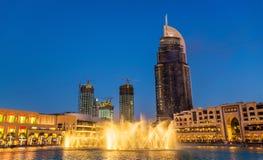 Fuente de Dubai y hotel de la dirección después de un accidente de fuego Fotografía de archivo