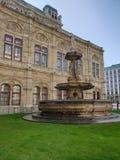Fuente de la ópera de Viena fotografía de archivo libre de regalías