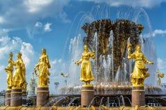 Fuente de la amistad de la gente en el centro de exposición de Todo-Rusia (VDN Fotos de archivo