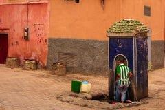 Fuente de la calle marrakesh marruecos Fotos de archivo libres de regalías
