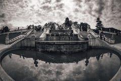 Fuente de la cascada en el jardín del castillo República Checa Fotografía de archivo