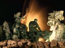 Fuente de la ciudad en Burdeos por noche foto de archivo libre de regalías