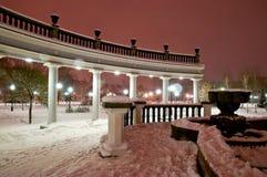 Fuente de la ciudad en el invierno imagen de archivo