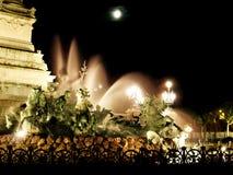 Fuente de la ciudad en la noche en Burdeos fotografía de archivo libre de regalías
