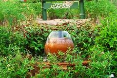 Fuente de la loza de barro Imagen de archivo